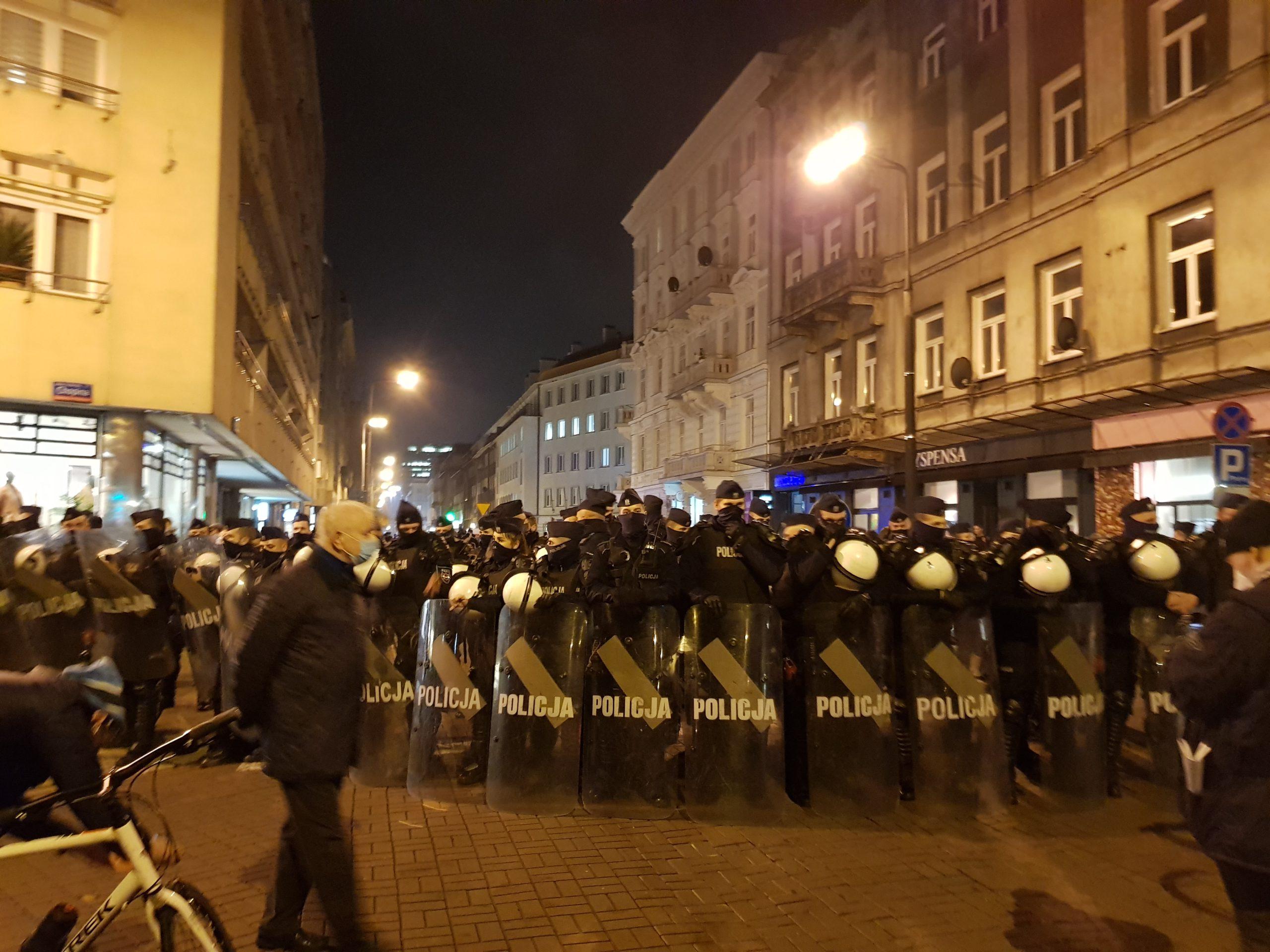 You are currently viewing Zdejmij mundur! Przeproś matkę!